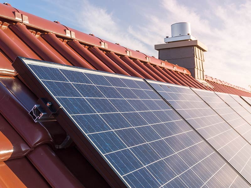 close-up-solar-on-roof