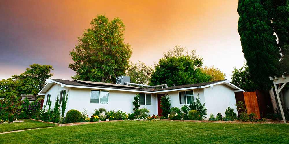 Selling a house with solar panels: Property value, solar lease transfers and more